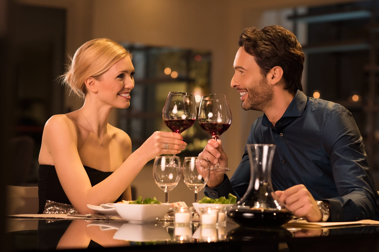 Enjoy a sumptuous 3 course dinner in the romantic candlelit Lifehouse Restaurant